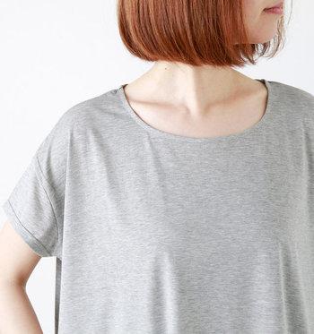 袖丈は肩を覆う程度の短いものから、二の腕のあたりまである長めのものまでさまざま。ノースリーブに似ていますが、袖があるので、ノースリーブよりも長い期間、着ることができます。