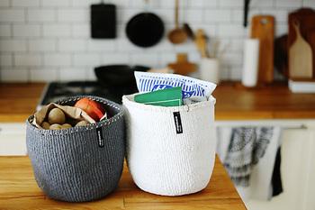 Sサイズは、おうちに様々な物の収納に使いやすい大きさです。キッチンで野菜のストックかごとして使ったり…