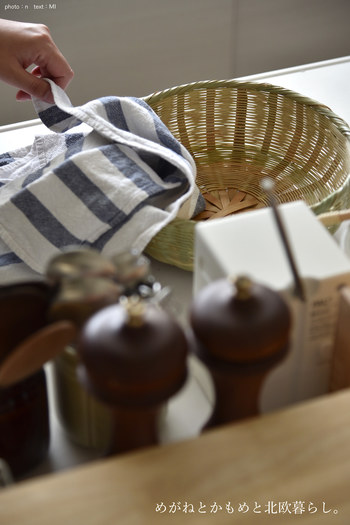 椀かごはそのまま水切りカゴとして使うほか、拭き上げたけれどもうすこし風を通しておきたい食器類を置いておくカゴとしても使えます。