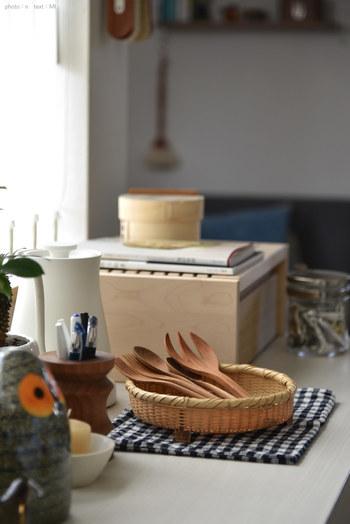 木製カトラリーなど中までしっかりと乾かしたいアイテムを一日置いておくのに、椀かごを使えば、お洒落に見えます。