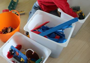 お子さんが大好きなプラレールも、パーツごとに収納して。ボックスに深さがあるので、長めのレールもラクラク収納できます。