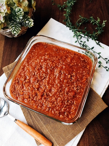 ミートソースは、作り方はシンプルでも、煮込む時間はけっこう掛かるもの。  材料や調味料をボウルに入れて混ぜ合わせたら、後はレンジでチンするだけ♪コトコト煮込んだように美味しくできあがります。