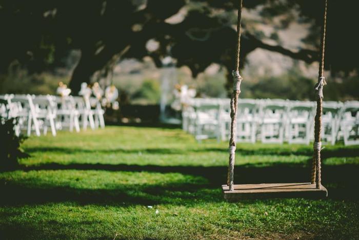 ガーデンウェディングは、屋外で行うウェディングスタイル。開放的な空間で、自然を感じながら結婚式を行うことができます。ナチュラルでアットホームな雰囲気が魅力です。