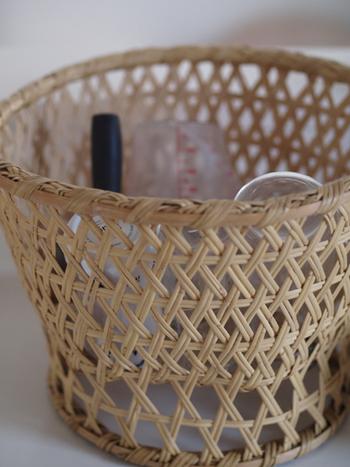 日本で昔から使われている椀カゴで水切りカゴの代用をするのもおすすめです。水切りカゴほどの圧迫感はなく、水切りしているときの見た目もぐっとよくなります。