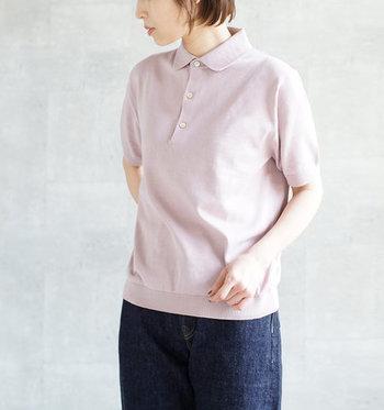 清潔感あるカジュアルコーデを演出してくれるポロシャツは、合せ方次第でフェミニンにもガーリーにも着こなせる優秀アイテム。 今回はそんなポロシャツを、大人っぽく素敵に着こなしているコーディネートをご紹介します。ポロシャツの着こなし方に迷った時の参考にしてくださいね。