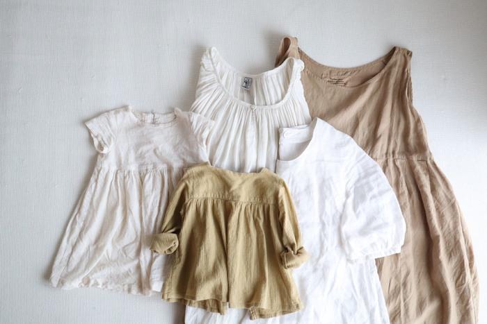 洋服は、デザインと同じくらい「触れたときの心地よさ」を重視して選ぶというmihoさん。このこだわりは、自分の洋服だけでなく一人娘のメイちゃん、旦那さんの服にも共通しているそうです。 毎日必ず肌に触れるものだからこそ、肌触りを心地よいと感じられることが「心地よい日々を過ごす」ための大切なポイントなのですね。