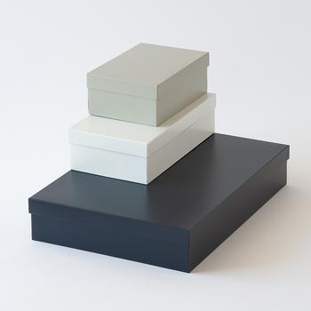暮らしの中に「新しいスタンダード」を提案するブランド「MOHEIM(モヘイム)」のティンボックス。これ以上ないほどシンプルで美しく、繊細なオブジェのように空間を演出してくれます。