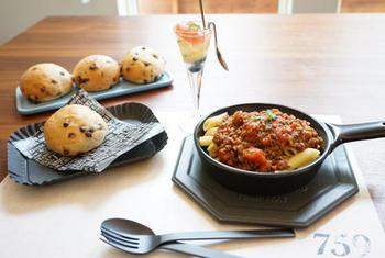 美味しさを生み出すだめの工夫がいっぱいのレシピ。  ケチャップ、ウスターソースに、さらに中濃ソースやオニオンスープも◎絶妙な組み合わせが、深みのある美味しさを生み出します。