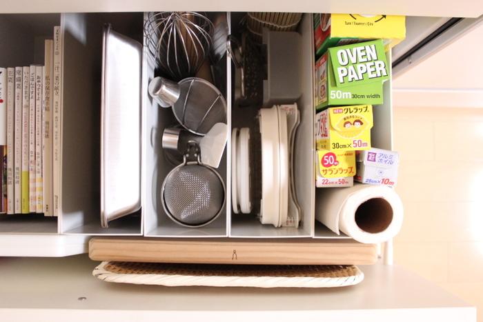 引き出しにファイルボックスを並べて、ツールを立てて収納。 キッチンスケールなど他のものと一緒にしまっていても、きちんと仕切られているのですぐに見つけられますね。