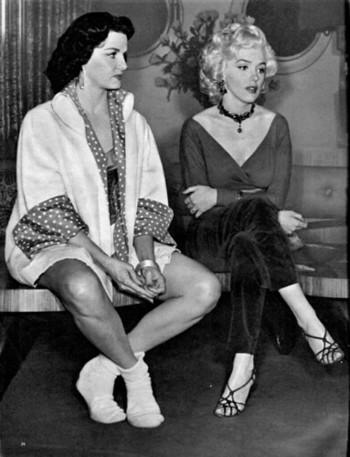 マリリン・モンローといえば、お色気たっぷりで愛嬌もあって、世の男性たちを虜にしていた、そんなイメージ。しかし素顔の彼女は、映画のスクリーンの中とは異なり、芯のある聡明な女性だったのではないかと言われています。