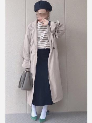 生まれも育ちもパリのカトリーヌ・ドヌーブは、時々こんな「これぞパリジェンヌ」なコーデも。どんな着こなしの時も、「一番気を使うのは靴」と公言していた彼女のように、キレイなグリーンのハイヒールを合わせているのも素敵です。
