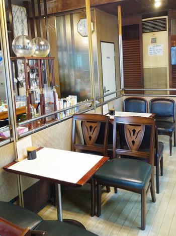 JR平井駅から徒歩2分。メディアでも取り上げられることの多い老舗の喫茶店です。お揃いではない椅子や小さめのテーブルなど、昭和レトロな喫茶店らしい風情を感じます。