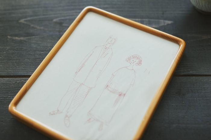 結婚式のイラストを描いてくれたのは、友人である「.fuller」のファッションデザイナー・玉村塔さん。衣装も彼が二人のためにデザインしたもの