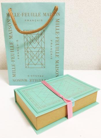 淡いミントグリーンに金字が施されたギフトボックスは、まるで洋書のようなデザイン。店舗は松屋銀座のみ、というところも手土産の価値を高めてくれるポイントです。 【日持ち】製造日から30日