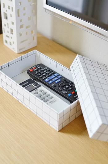 お洒落なBOXを使ったリモコン収納は、手軽に出来るところが魅力的ですよね!テレビのリモコンと言えば、黒いものが多いですが…