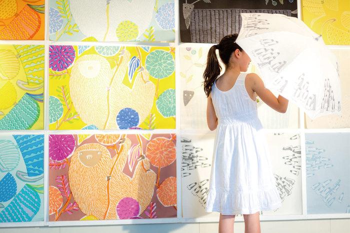 2013年、東京の「CASE GALLERY」で開催された「鈴木マサル 傘展 持ち歩くテキスタイル」より(写真:三嶋義秀)