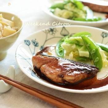 バルサミコは、醤油との相性もとてもよく、和食にもおすすめ。いつもの照り焼きとはひと味違う、上品なコクと味わい深さが特徴。洋皿に盛り付けるのも素敵です。
