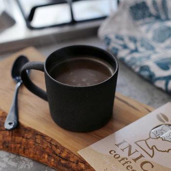 リラックスタイムのお供のコーヒーも、本格的で手軽なものを。「INIC coffee(イニックコーヒー)」のソイラテは、たった5秒で溶けるプレミアム微粒顆粒タイプですぐに作れる、新しいタイプのコーヒーです。