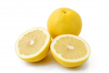 柑橘類に含まれる「クエン酸」は、肝臓の働きを高めて老廃物の分解や排出をサポートすると言われています。 その代表格であるレモンやグレープフルーツは、ビタミンCも豊富なので血行促進の効果も期待できます。