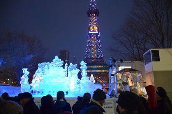 北海道の冬の風物詩ともいえるほど有名なのが、2月上旬に開催される「さっぽろ雪まつり」。  「大通り公園」に並ぶ雪像のイメージが強いですが、実は市内3か所ほどに会場が設けられおり、「見る」だけではない楽しみ方も豊富に用意されているんです!