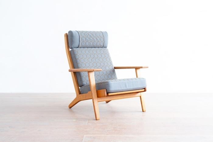 ハンスウェグナーのソファの代表格でもあるGE290。安心感の延長にある美しさがこのチェア最大の特徴で、とにかく心地よくて丈夫。使うたび、眺めるたびに嬉しさを感じられる、北欧家具の逸品です。