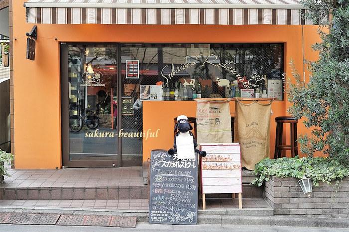 恵比寿駅近くにある「Subrideo Restaurare(スブリデオ レストラーレ)」。店名はラテン語で『微笑を回復する』という意味だそう。もともと栄養価の高いチーズを様々な食材と組み合わせることで、食べた人により元気になって欲しいというシェフの願いが込められたお店です。