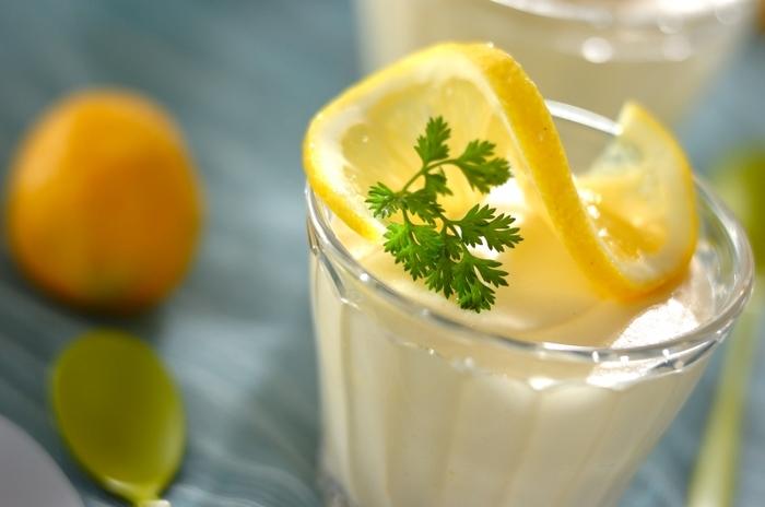 バターや生クリームが入ったクリーミーなムース。口の中でふんわりと爽やかに溶けます。レモンやハーブなどを飾って、お洒落に仕上げましょう。