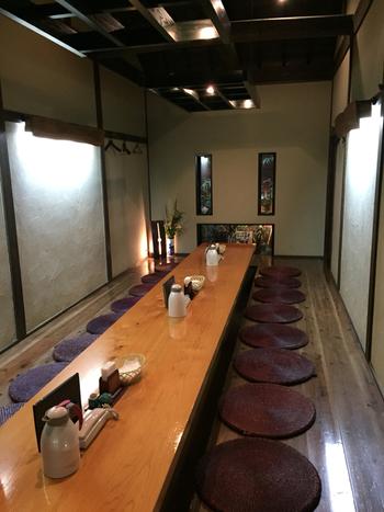江戸時代末期に創業した老舗。大正天皇をはじめ、皇室の方々の御食膳を供してきた名店です。現在の上皇陛下、上皇后陛下も皇太子、皇太子妃のときにお召し上がりになった事があるのだそう。