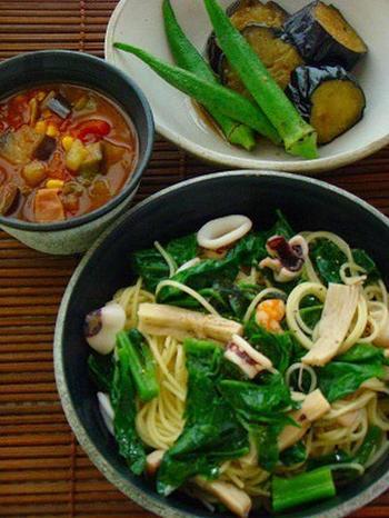 夏といえば、トマト、ナス、トウモロコシにズッキーニなどなど、美味しくて栄養のある野菜たちの季節でもあります。 夏野菜にはビタミンやβカロテン、リコピンなどの栄養素がたくさん含まれています。