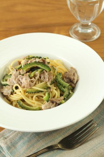 夏野菜の代表、ゴーヤもパスタによく合いますよ。疲労回復の効果もあります。 それに、梅風味なのでさっぱり食べやすいです。