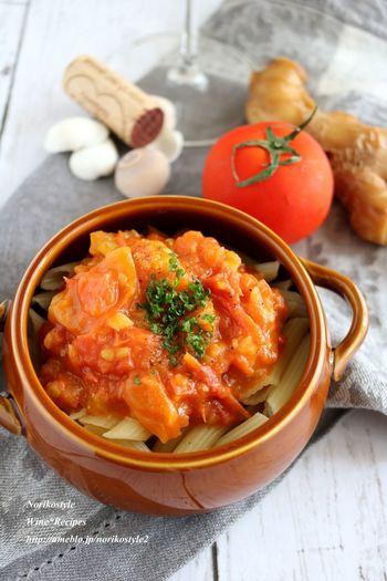 トマトベースのソースに更に夏野菜の生姜が入った、シンプルだけどアクセントの効いたソースです。 生姜は体を温めてくれるので、冷房で冷えた体にもやさしいです。