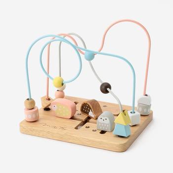 カラフルすぎたり、子どもが大好きなキャラクターもののおもちゃなどは、どうしても生活感が出ておしゃれなお部屋の雰囲気を崩してしまいます。 出しっぱなしでもおしゃれに見えるおもちゃは「一軍」カラフルすぎる・ごちゃごちゃ感のあるおもちゃなどは「二軍」に分けて、収納方法を変えましょう。