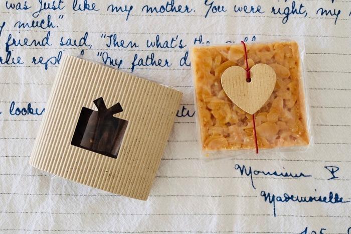 食べやすい大きさにカットするフロランタンは個包装でのちょっとした手土産やお土産として活躍してくれます。つまり、バレンタインなど、不特定多数の人たちにギフトとして渡す機会にピッタリのお菓子でもありますよ!