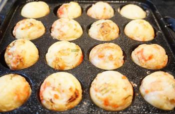 小麦粉のグルテンが気になる方は米粉を使ったたこ焼きはいかが?米粉でもちゃんと外カリ中フワのたこ焼きが作れますよ。