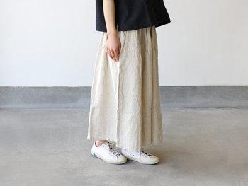 再入荷後もすぐに完売になってしまう大人気のキュロットワイドパンツは、セール期間中の今がお買い得。一見、ロングスカートのようなワイドパンツは、長め丈でも重たくならずに軽快に着こなせます。