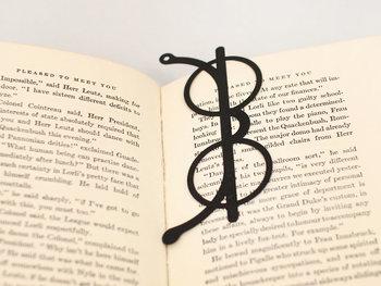 吉祥寺にある雑貨屋さん「CINQ(サンク)」オリジナルのめがねしおり。クラシックな丸眼鏡がモチーフになっています。読書のおともにどうぞ。