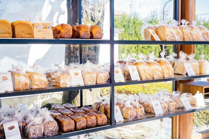 BOUL'ANGEのなかでも、特に食パンにフォーカスしたお店。今回ご紹介した食パンはもちろん、「ショコラブレッド」などのスイーツ系や等々力店限定の商品もそろっています。