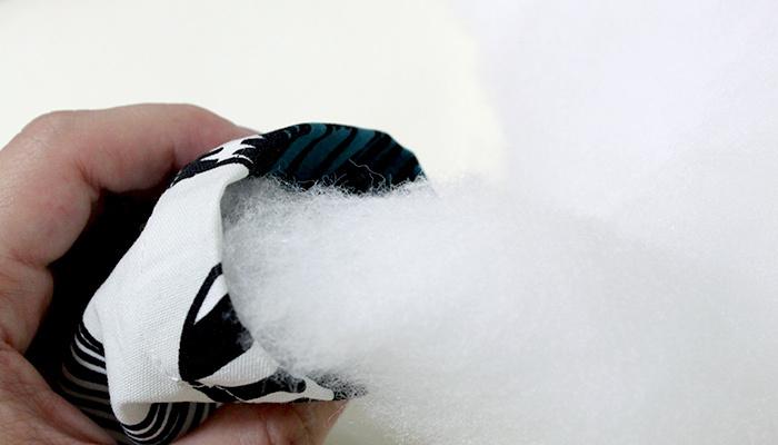 さらに、リボンを結ぶ前にポプリやアロマオイル、10円玉を入れて消臭効果を高めてもOK。