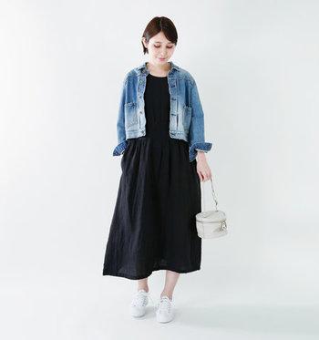 一枚でさらりと着るのはもちろん、パンツやレギンスを重ねても◎シンプルなデザインなので、カーディガンやジャケットなどアウターも選びません。