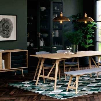 ファミリーサイズながら薄くて圧迫感が少なく、温かみとスタイリッシュさを兼ね備えたレクタングルテーブル。空間を無駄なく使えるようデザインされており、一辺を壁際に付けて置くこともできます。