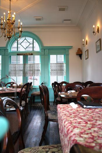 イギリス風テイストに統一された店内は明るく開放感が溢れています。