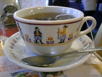 香り高い紅茶は、甘い小麦粉のクレープとの相性抜群です。