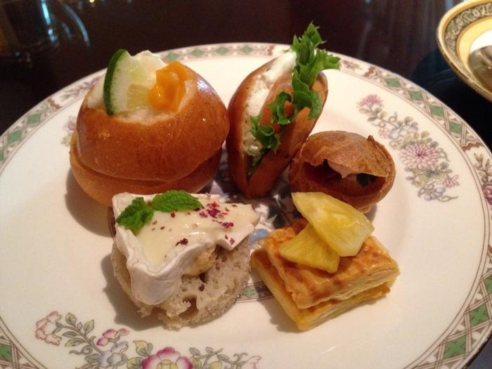 ザ・リッツカールトン大阪で、高級ホテルならではの洗練されたお食事をいただきながら、優雅なひとときを楽しんでみてはいかがでしょうか。
