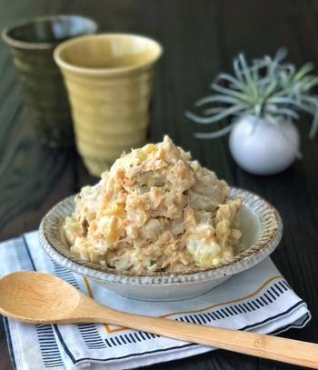 クリームチーズなどを使って、和洋がうまく調和した料理もおすすめ。豆皿料理の中に、個性的な味をひとつふたつ加えるのは、お膳を変化に富んだものにするポイントのひとつです。