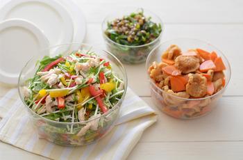 この丸タイプは、ボウルのような形状なので、サラダなどの野菜の保存がとっても映え、冷蔵庫内も食卓もぱっと明るくなります。