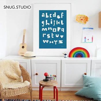 リビングにキッズスペースを設けている場合も、子供部屋がある場合も、ポスターやオブジェを飾ってインテリアデコレーションをしましょう。キッズスペースならではのかわいいアイテムを取り入れることによって、子どもも嬉しいだけでなく、空間にアクセントができてメリハリが付きます。