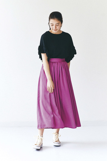 色とりどりのビビッドカラーのスカートコーディネート集はいかがでしたか?自分の好きな色を選ぶのも良し、ワードローブのアイテムに合わせて選ぶも良し、様々な色を揃えるのもおすすめです。 ぜひコーディネートを参考にして、ビビッドカラーのスカート選びを楽しんでくださいね。