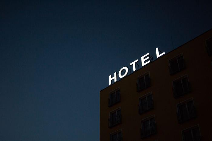 とくに海外で困るのがホテル選び。泊まる場所がないといけないので、ほとんどの方は事前に予約しますが、予約時に周囲の治安が良いところまではなかなかチェックできませんよね。
