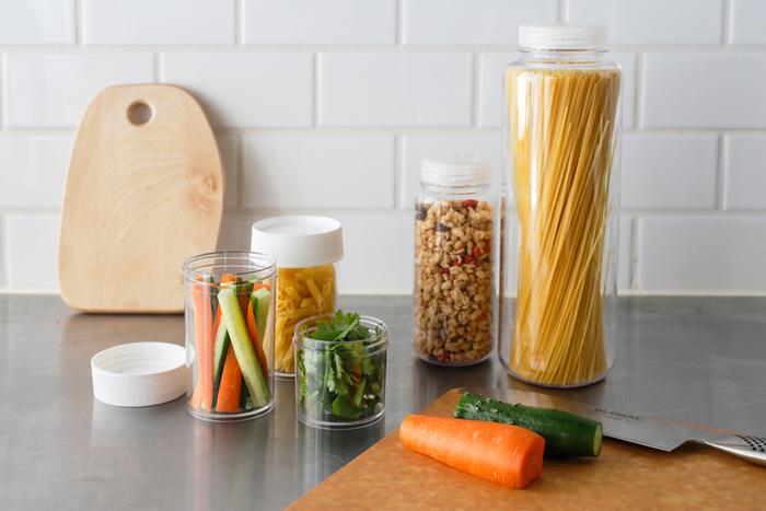 切った野菜など、キャンプには半調理で持っていく食材も多いです。シンプルで毎日使える保存容器なら、お家の中でも外でも役に立ってくれる。