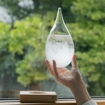 透明なガラスの中で日々変化する結晶の様子が楽しくそして美しい。お部屋にオブジェとして置いておくだけで、涼しげで爽やかな雰囲気になります。